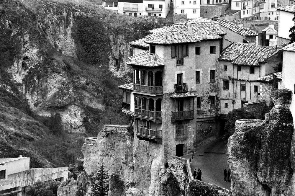 casa colgadas  by Arturo Fernández