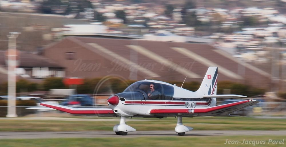 Robin DR-400-140B Dauphin 4 by Jean-Jacques Parel