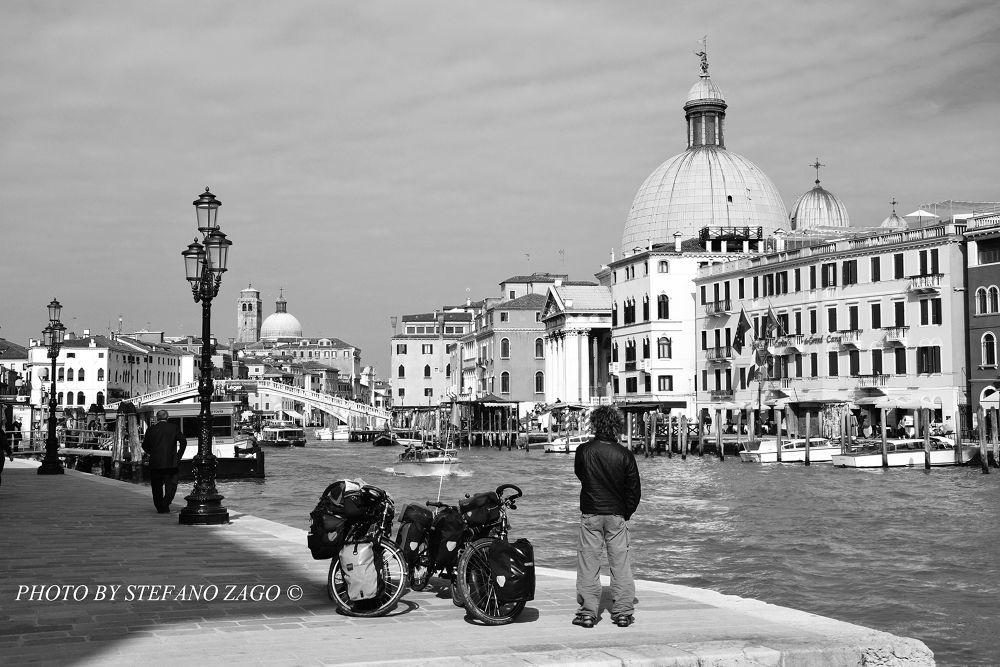 Traveler in Venice by Stefano Zago