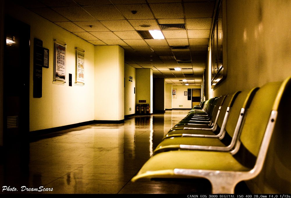 Hospital,Empty,Lonely。 by Zack Cheng