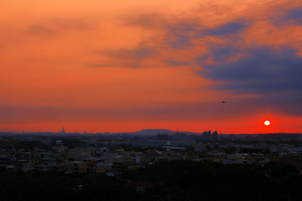 Sunset City. by Zack Cheng