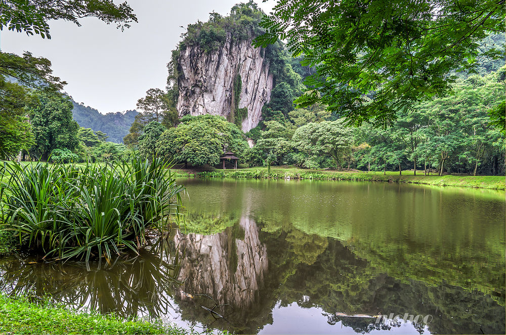 A limestone hill at Ipoh by nlchoo