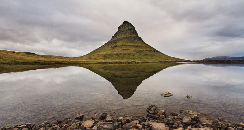 Kirkjufellfoss Reflection by Bar Artzi