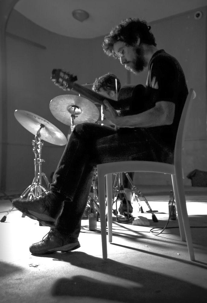 Le guitariste by Cedric Jover