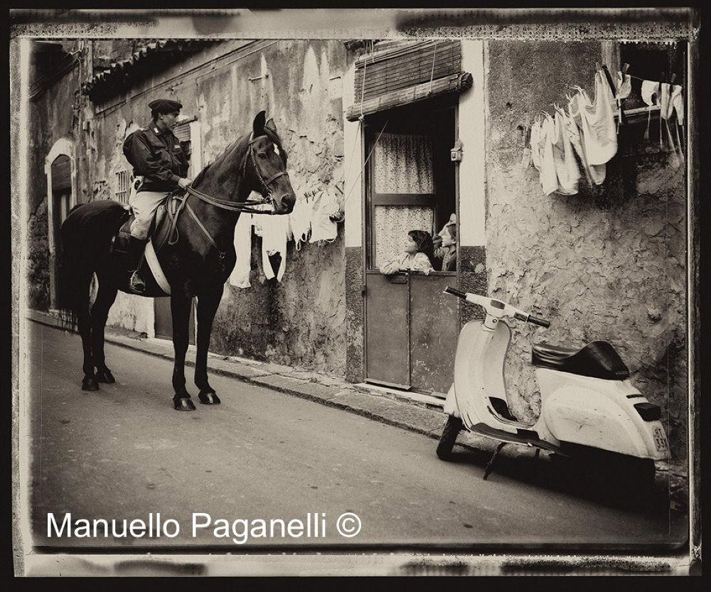 Carabinieri e Bambine  by Manuello Paganelli