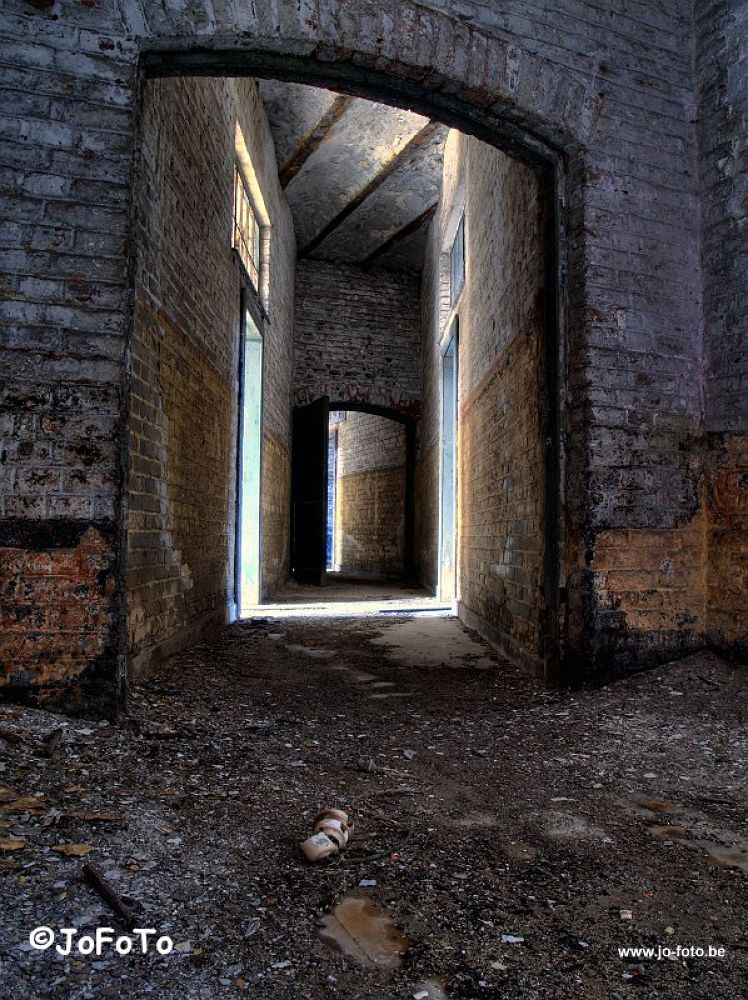 Corridor by jo_stoop