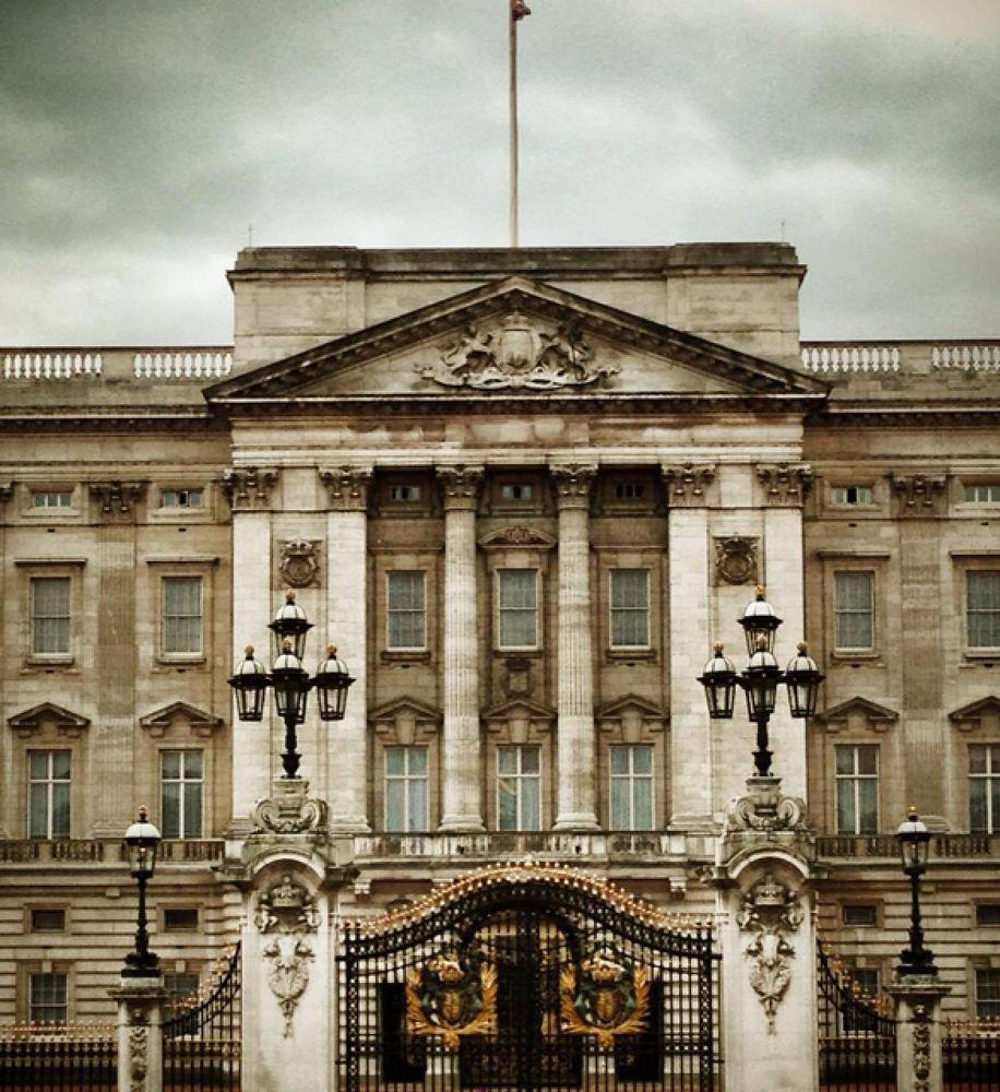 Buckingham Palace by Sam Jordan