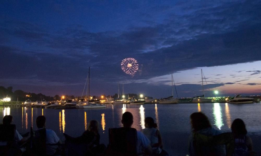 Fireworks by Oliver Kirchheim