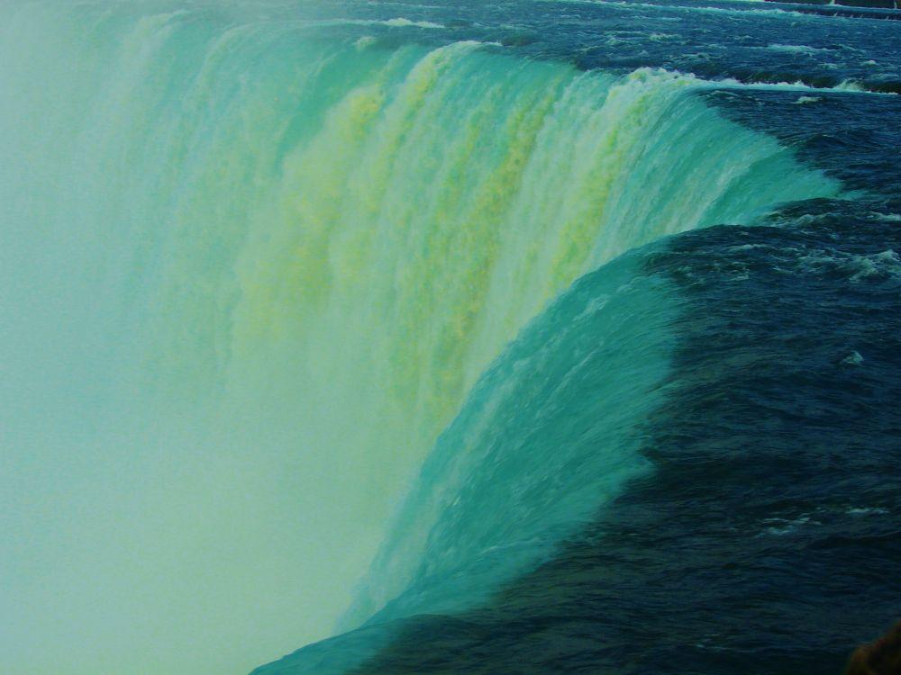 Niagara falls by In'aam Shahin