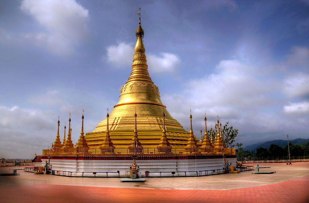 Golden Temple in Burma by zbych41