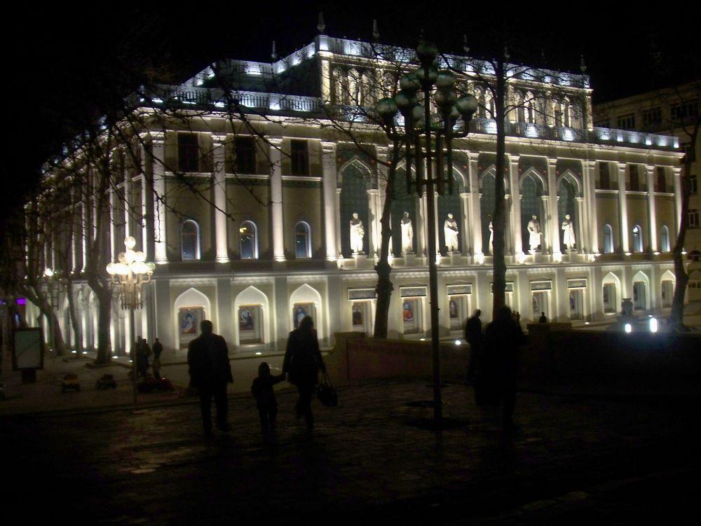 Baku Museum at Night by mariazinha