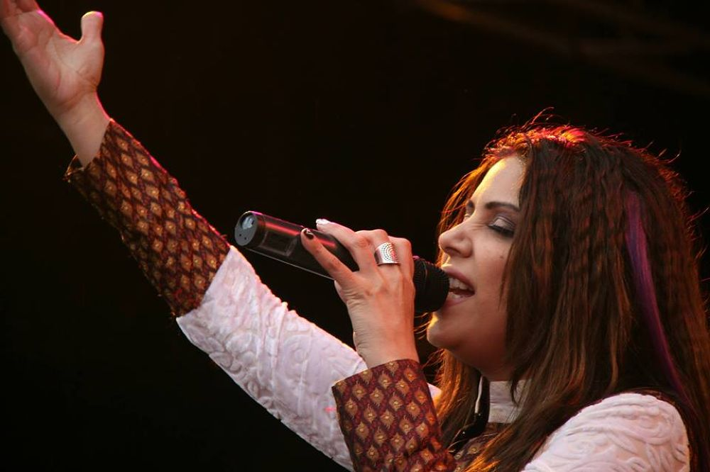 Hadiqa Kiyani live performance at:Amsterdam mela 2012 by asiana entertainment.film & photography