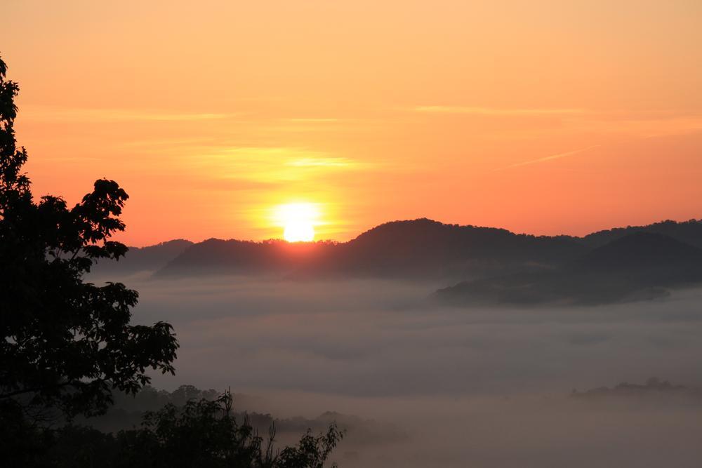 Photo in Landscape #greatsmokymountains #tennessee #sunrise #smokies