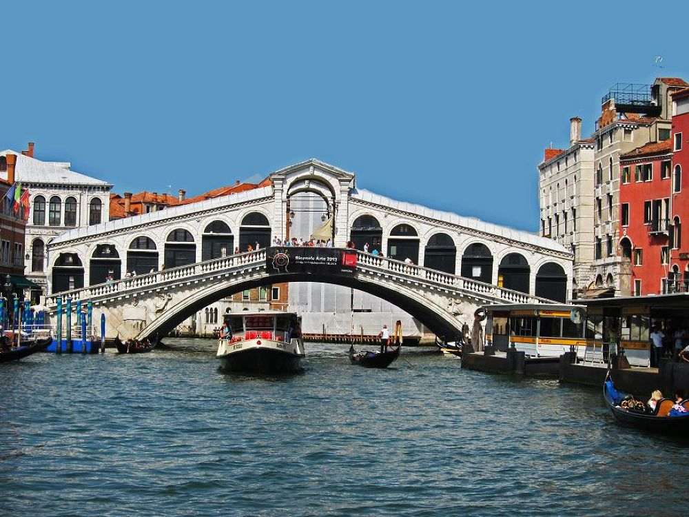 Rialto Bridge in Venice by CharlesSnow