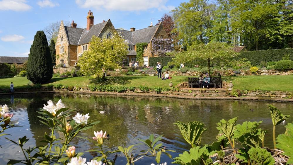 Coton Manor, Northamptonshire, England by Simon Harding