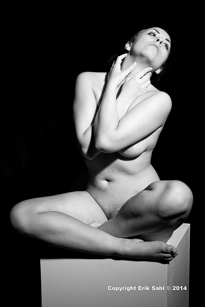 Nude model on a podium by eriksahl