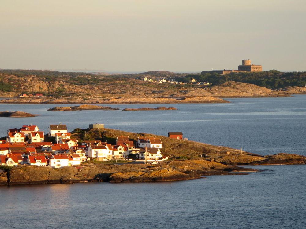 Åstol island and Marstrand.  by piafyren