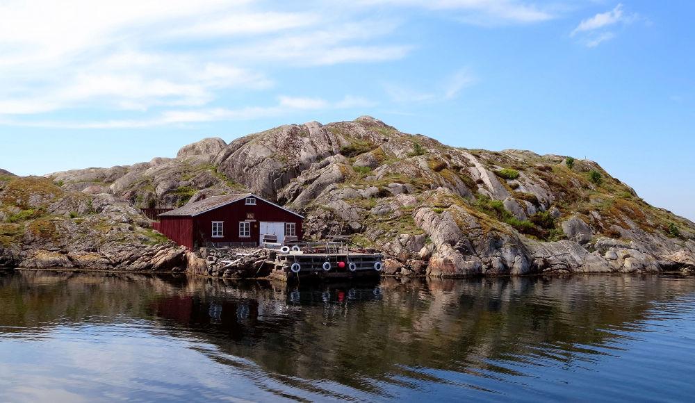 Skärhamn, Tjorn Island by piafyren