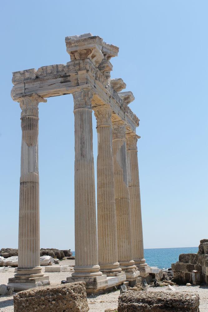 tempel van Apollo. by Hillegonda54