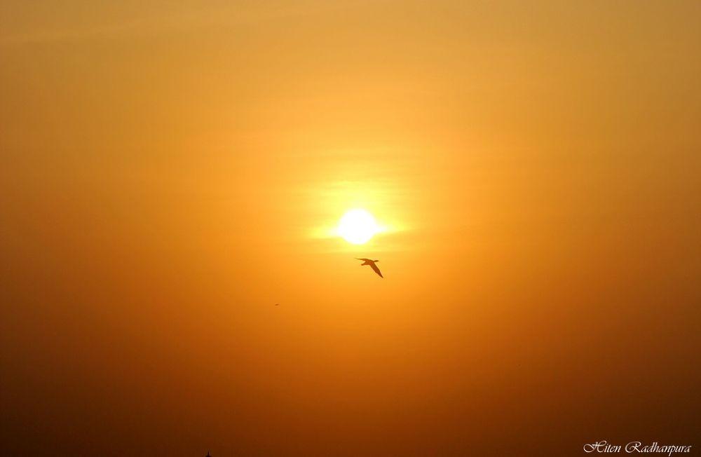 sunset.jpg by HitenRadhanpura