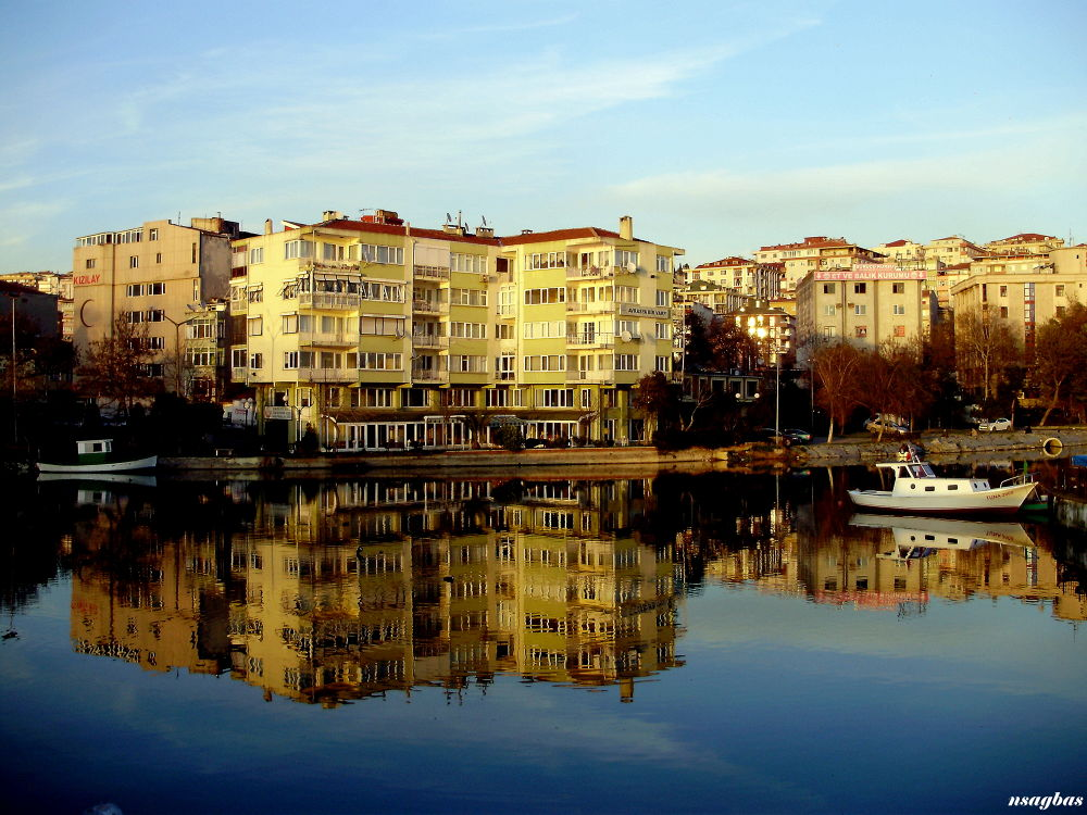 Küçükçekmece gölünden yansımalar...(Istanbul;Turkey) by Karadag