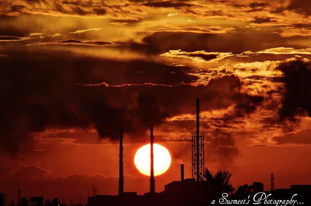 A Sunset Pic ! by Susmeet Sen