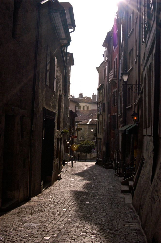 Alley in Geneva by matsuzawa