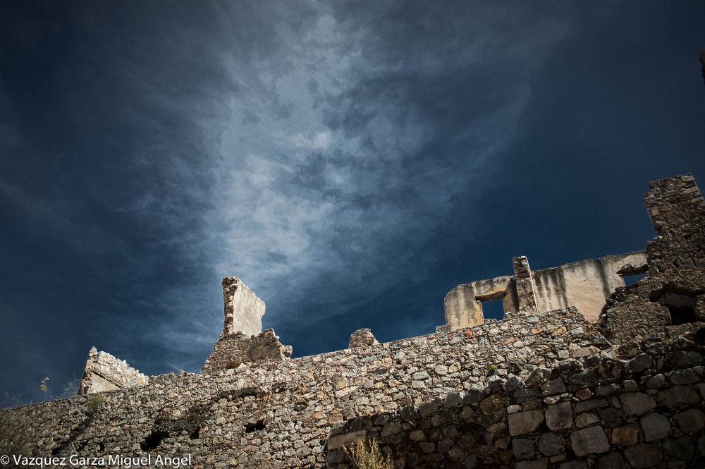Pueblo minero by Miguel Angel