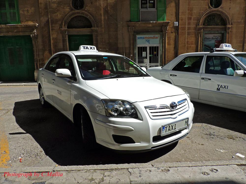 Taxi Sir ? by carmelo