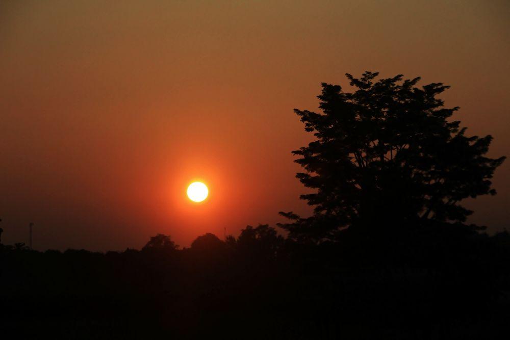 Sunset At Chiang Khong by Toom Wai Thong