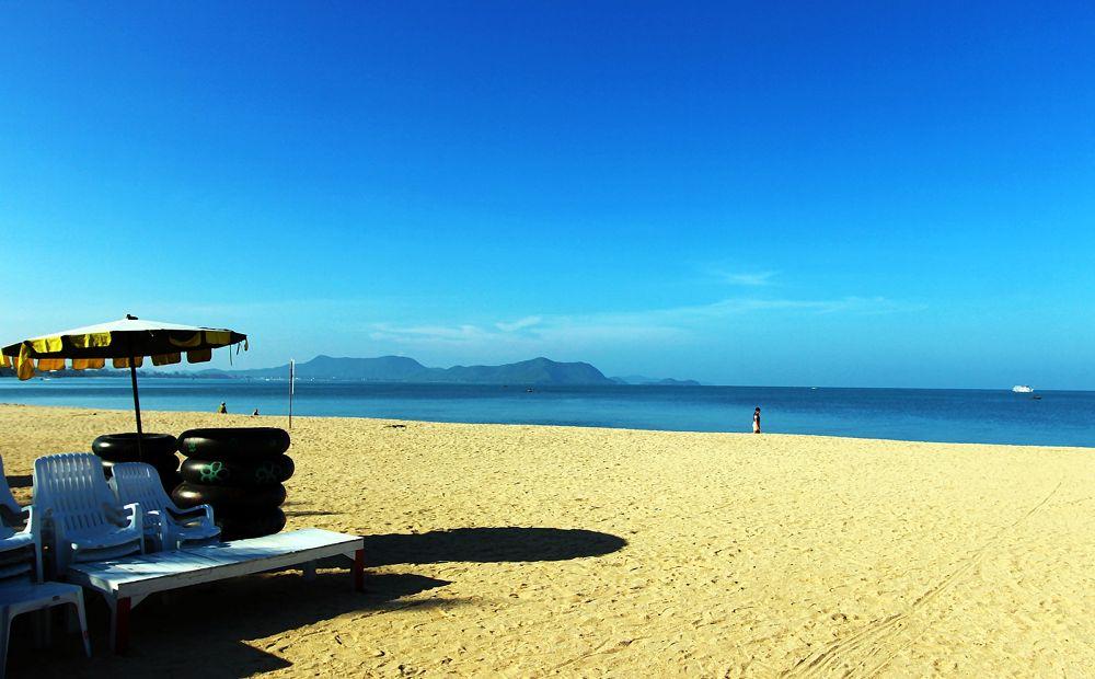 Morning At Seaside  by Toom Wai Thong