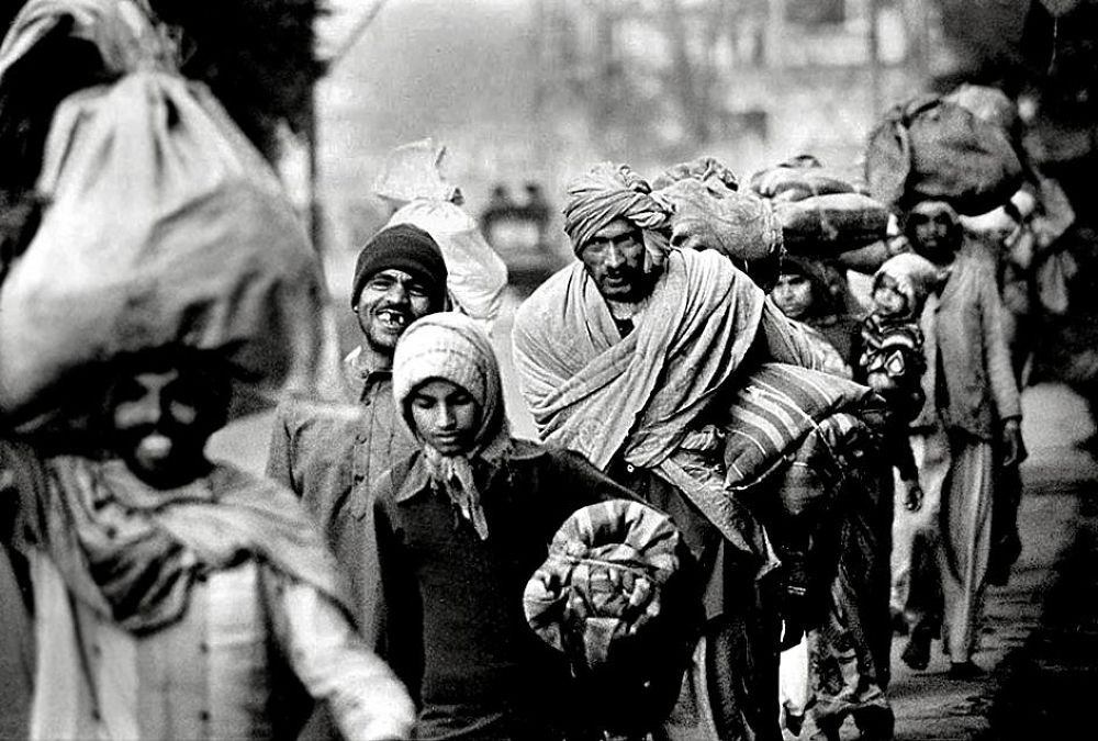 Cool morning in the City of Shiva, Pilgrims in Varanasi, January 1982 by Helmut Schadt