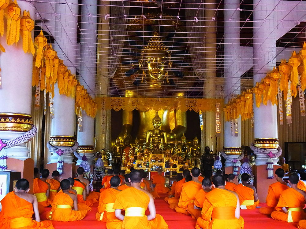 In The temple by อมรรัตน์ ทองธุลี