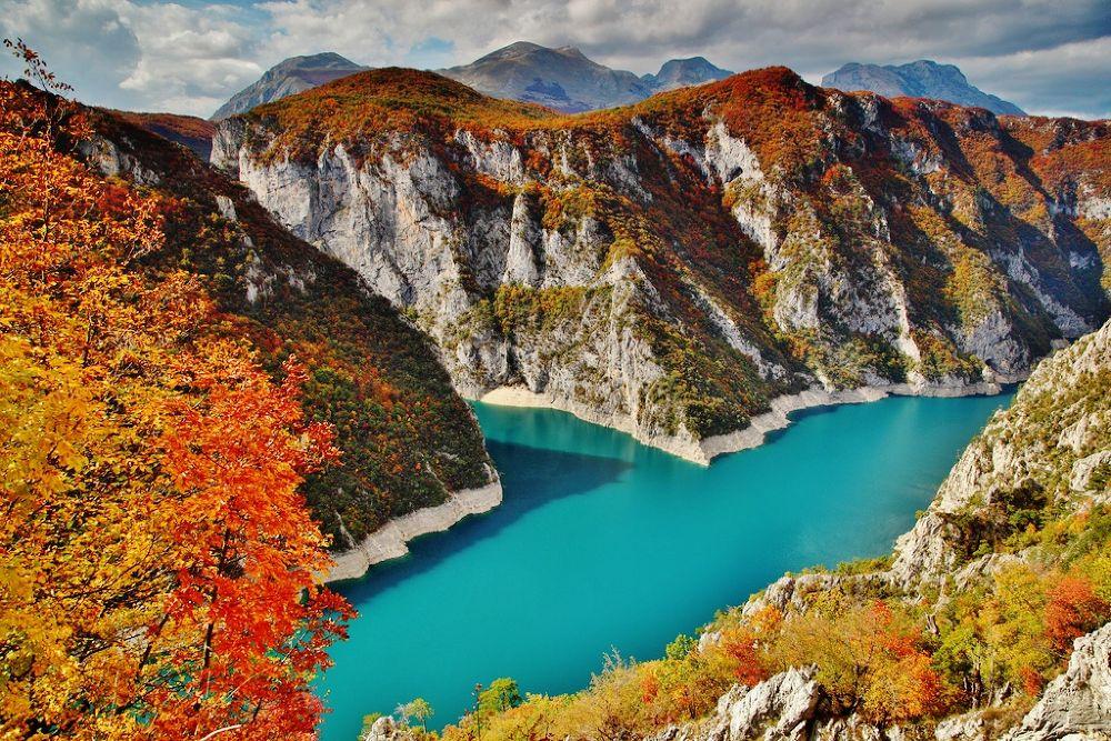 pivsko jezero by kalimantan