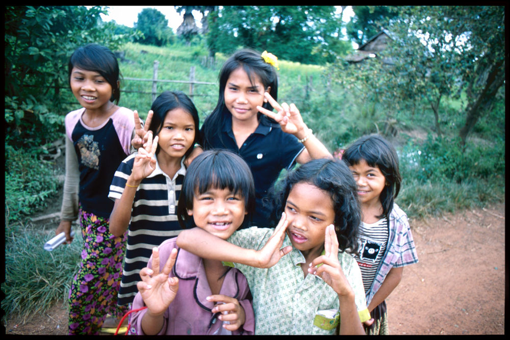 Children I have met in Beng Mealea by syatya
