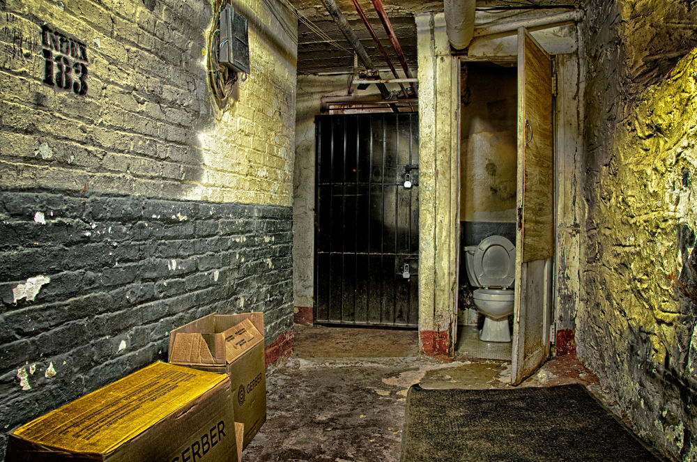 Crapper by alwaysbeenmad