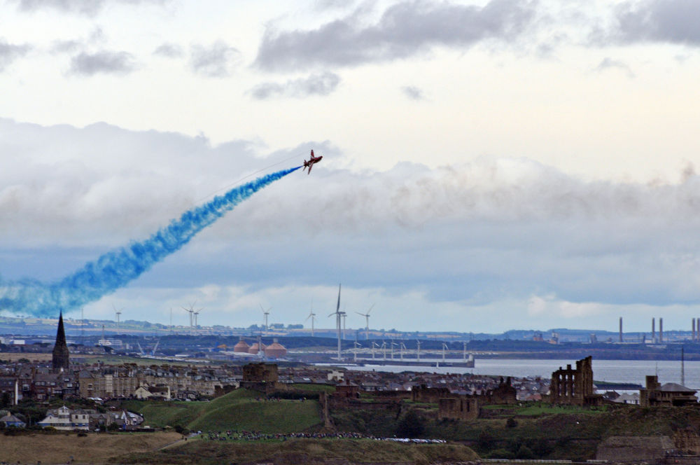 Red Arrows with views up the coast by gandalf_the_gray
