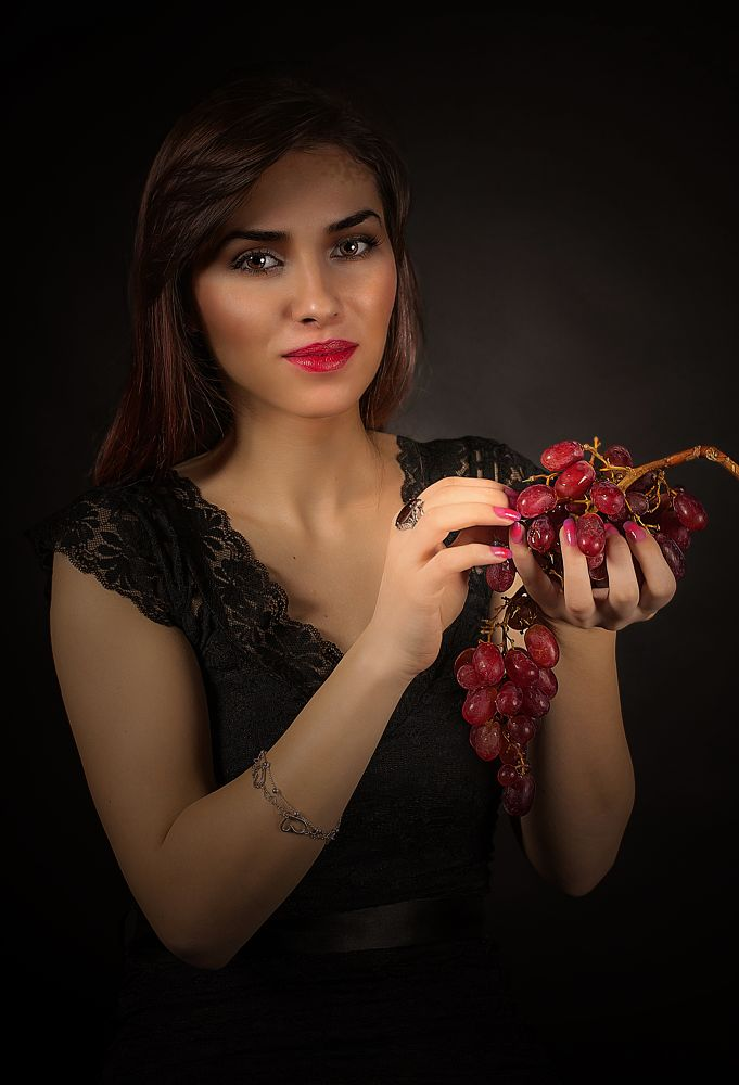 Red grapes by Rucsandra Calin