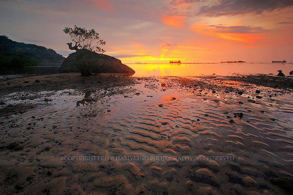 Nirwana Beach by Fredy Hariyetno