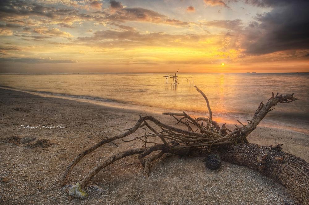 Pantai Indah Sunset by ShamsulHidayatOmar