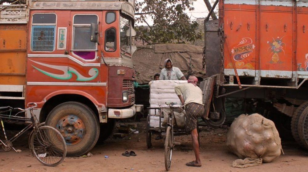 IMG_3988       Lorries . Ramanagar  by Sandra Dubout
