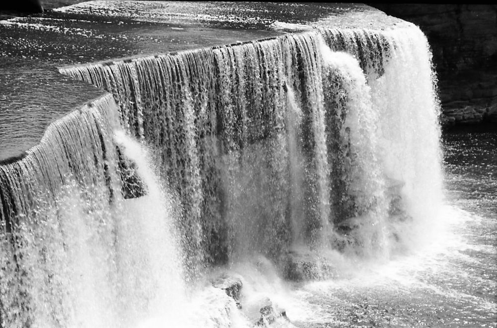 Chute Rideau 1995-07-12 by Andre Paquin