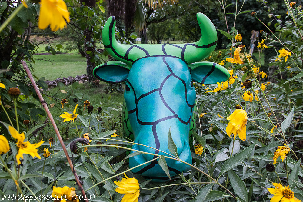 Green cow by Philippe Graille