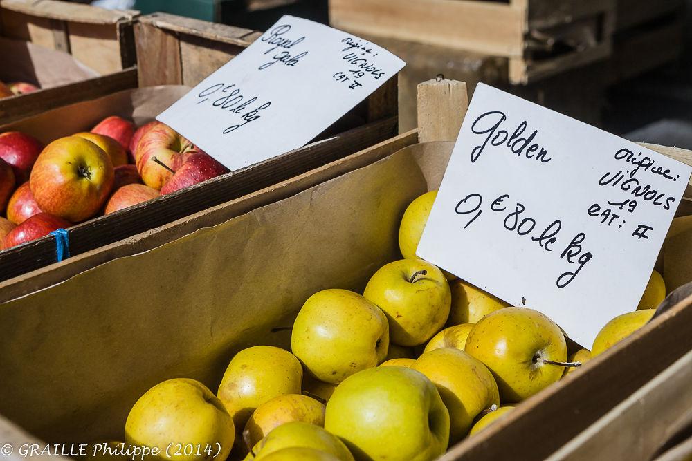 Brive la Gaillarde market place (Correze - France) by Philippe Graille