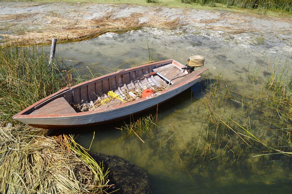 Barco dos Uros by Thiago Lopes