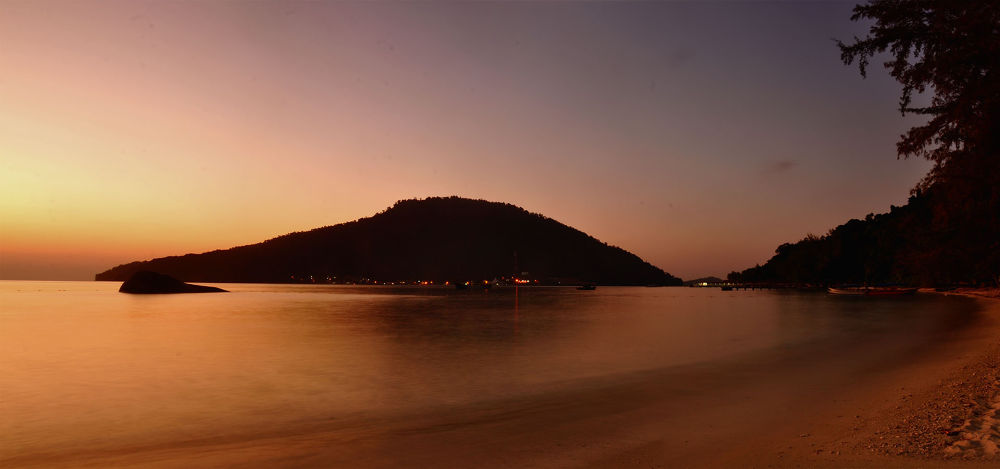Perhentian Island in Panorama by markyus