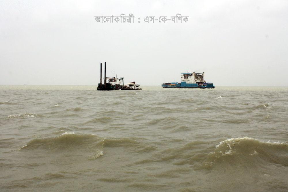 VEHICLE : IN A VAST MASS OF WATER.JPG by ShyamalKBanik