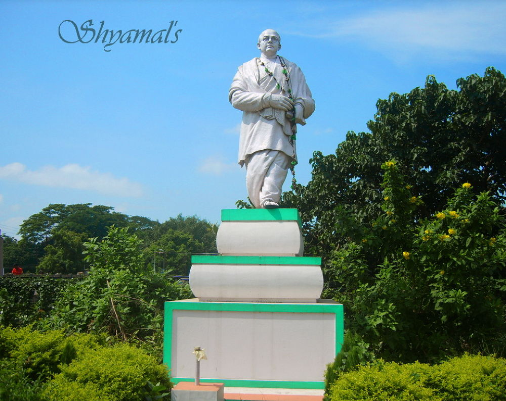 SCULPTURE OF A PATRIOT OF INDIA by ShyamalKBanik