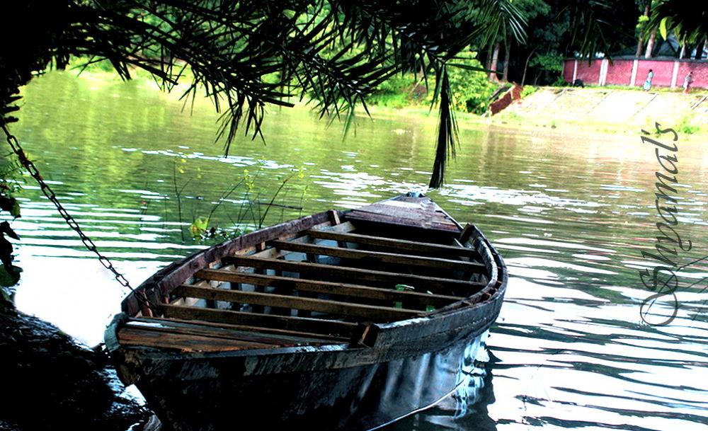 SKB-[00003]-BOAT TIED RIVER GHAT by ShyamalKBanik