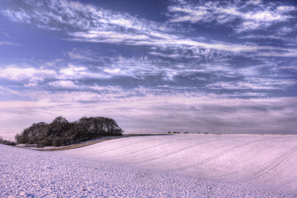 curve of land and snow by kbr61263